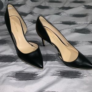 Woman's black pointed heels 8.5